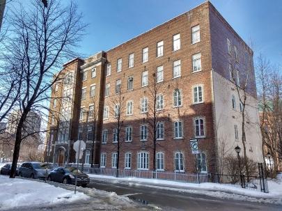 Vue actuelle du même édifice, agrandi entre 1925 et 1928. (collection de l'auteur)